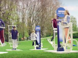 Sport dla osób w każdym wieku, czyli moda na siłownie plenerowe